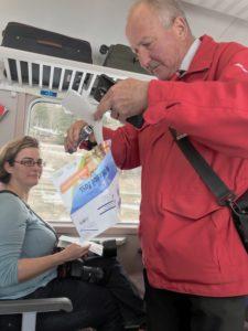 Schweizisk konduktor m interrail foto: Maria Unde Westerberg
