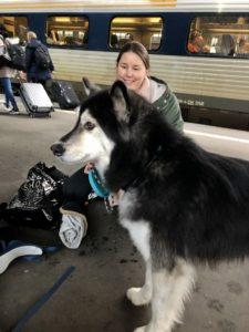 Akiko och matte på väg till Budapest foto Maria Unde Westerberg