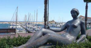 Maillols skulptur La jeune fille allongee