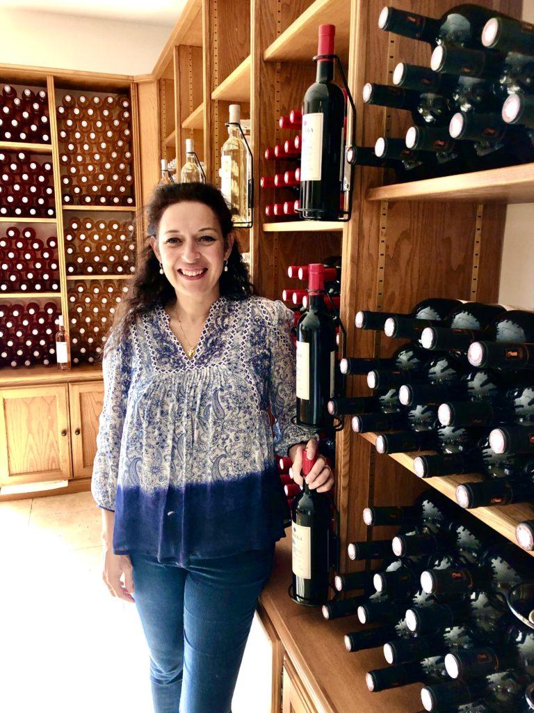 Christelle bistår i butiken på Rabiega foto Maria Unde Westerberg