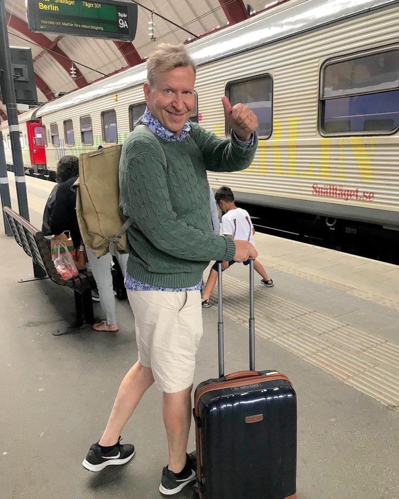 Ulf gör tummen upp för Interrail foto Maria Unde Westerberg
